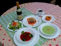 自家栽培のお米や旬の野菜を使った欧風家庭料理。