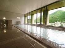 【大浴場】下呂の温泉を堪能しながら温泉街を一望できます。