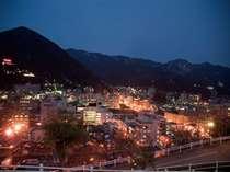【大浴場からの夜景】下呂温泉を一望できます!昼は飛騨の山々を望むことができます。