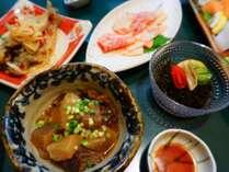 自然豊かな南丹市の地元食材を使用した【郷土おまかせ御膳】の夕食付きコースです。