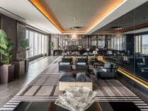 東シナ海を望むホテル最上階ロビーフロアー
