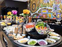 2017年5月にフルリニューアル、約80種類をそろえた、当ホテル自慢の朝食和洋ビュッフェ