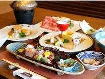 黒毛和牛や魚介など鹿児島の贅を尽くした夕食一例。