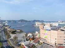海側のお部屋からは、横須賀港を一望できます。天気が良ければ富士山も見えるかも。