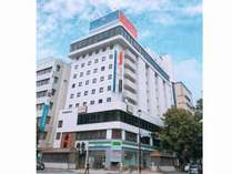 ホテル外観(大通り側)