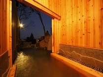 客室露天風呂イメージ/扉を開くと内湯がそのまま露天風呂へ繋がります