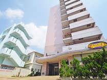 【宮古第一ホテル】宮古島市役所近く、ピンクの建物が目印です。