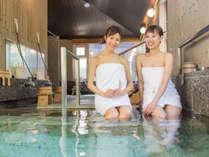源泉100%掛け流しの大浴場!森林浴が出来る岩風呂露天風呂♪