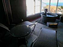 【大室】半露天風呂付客室 プライベートな露天風呂をお楽しいただけます。