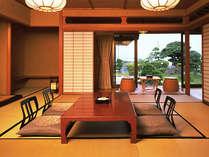 庭園と宍道湖の両方の景色が素晴らしい離れ客室。