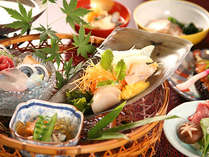 島根のブランド食材を中心に、料理長が厳選した選りすぐりの旬食材で作る、料理長こだわりの地物会席です。