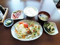 *【食事/夕食一例】日替わりのおかずに、お刺身などをご提供いたします。