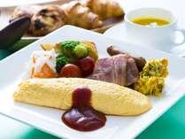 【朝食和洋バイキング】洋食の一例 できたてのオムレツをご用意しております