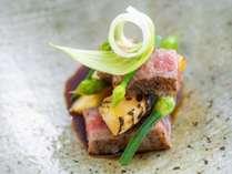 【個室レストラン】(日本料理菊彩香)濃厚な豊後牛を土佐醤油でさっぱりと…。