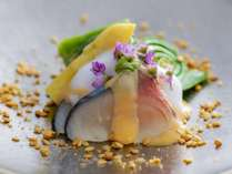 【個室レストラン】「旬菜」の一例。最初の一皿は旬を織り込み、想いを込めてつくります。