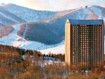 ■外観:イーストMt.側から眺めた風景です。きらりと光るWestinのロゴが優越感を与えます。