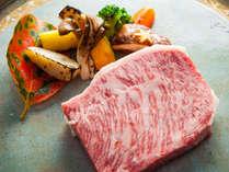 欧風創作料理「豊後牛のステーキ」コース:メインの豊後牛のステーキ シェフのお任せソースで