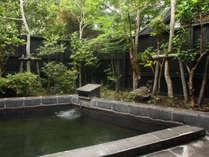 ◆木々に囲まれた貸切露天風呂