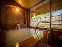当館自慢の貸切風呂。洋風なレンガのデザインで天然温泉かけ流しのお風呂に入れます。