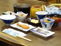 """朝食には自家製""""杉樽味噌""""を使ったお味噌汁をお出しします。一度ご賞味ください♪"""