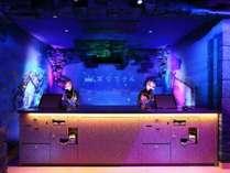 ◆フロント◆♪変なホテル関西空港は深海をイメージしたフロントとなっております♪