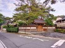*弘法大師空海が真言密教の根本道場として開いた寺院です。昔ながらの宿坊スタイルをご体験下さい。