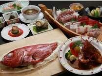 <ご夕食例>地魚の船盛・金目鯛の塩釜焼・伊勢海老の三つがメイン料理。その他季節の旬のお野菜