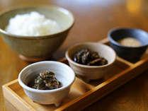 ご朝食には美味しいお米、そして「ご飯のお供」をご用意。ご飯が進みますよ♪