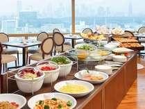 「ア ビエント」では和洋ビュッフェをご用意、地上100m、最上階25階からの眺望もぜひお楽しみください。