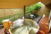 かけ流し露天ひのき樽風呂です。