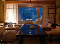 【華風館特別室】最上階ロイヤルフロア特別室12.5+10畳・かけ流し展望露天風呂付特別室和室より山々を望む