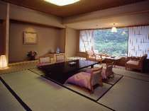 【華風館客室】12.5畳客室は内風呂付。パウダールームは広く女性向けのお部屋です。