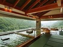 10F展望ひのき癒しの湯。天然温泉と天然石のコラボレーションです。