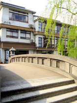 当館外観 城崎温泉の中心地なので外湯めぐりに便利です。