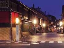 京情緒あふれる花見小路を一歩入ったところに『ささりんどう』はあります。