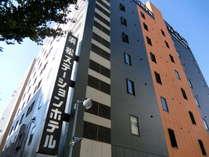建物外観。JR浜松駅南口から徒歩1分のアクセスは大きな自慢です。