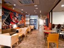 ロビーを飾るのは大きな緞通。浜松の初夏を彩る風物詩「浜松まつり」を描いたデザインは、勇壮そのもの。