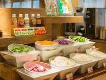 健康無料朝食!サラダは有機JAS認定のお野菜を使用!