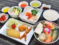 【夕食】お刺身・小鉢・ペレケ鍋など6~7品のお料理♪丁度よいボリューム感も人気です!