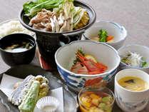 【夕食一例】全9品目の和食膳です。