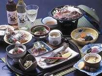 季節の幸を生かした山川和食料理は舌の肥えた中高年のお客様にも好評です。