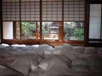 【和室1】一番広いこちらのお部屋は、ご家族、団体様でおくつろぎいただくのにおすすめです。