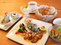 松阪牛と魚介類を両方楽しめるスペシャルプレート