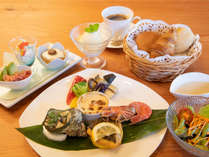 メインを肉料理か魚料理かでお選びいただけます。