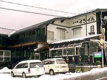 *外観<冬>:目の前の関温泉スキー場まで徒歩1分!ウィンターアクセス抜群です♪