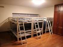 *1階洋室ドミトリー*ダブルベッドのドミトリーです