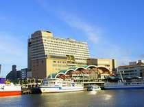 1Fが泊港の当ホテルは、国立公園に制定された慶良間諸島へのアクセスがとても便利!