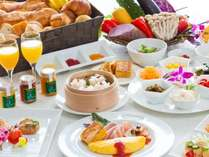 【朝食】和・洋・中・沖縄料理の80種類以上の品数を取り揃えております。