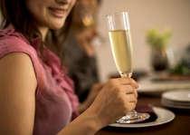 スパークリングワインと共にディナータイムをお楽しみください