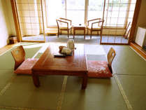 和室8帖(2F)のプライベートドッグラン付きのお部屋となります。